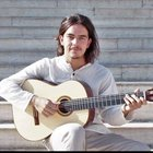 Guitar professor with professional experience in french music schools gives private guitare and solfege lessons in Aix en Provence.