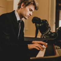 Classical and Jazz piano teacher, based in North London, studied at Guildhall