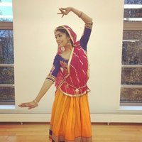 Bollywood Dance Instructor offering fun and challenging classes for all mixed abilities.