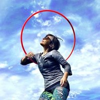 Certified hula hoop teacher gives beginners and intermediate level classes in Barcelona