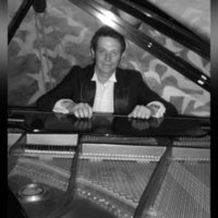 Concert pianist with over 20 years experience offering fun and relaxed piano lessons in Stoke-on-Trent/Crewe, catering for all ages and levels.
