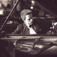 Concert Pianist with 15 years of experience gives online piano lessons from London, UK.