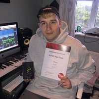 Drum and Bass music producer and DJ offering lessons on music production on Logic Pro X in electronic music such as Drum and Bass, Jungle, Bassline and House