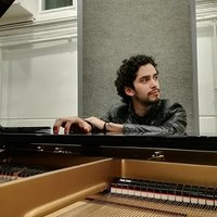 Ecuadorean Berklee Alumni pianist, 10+ years experience, offering instrument and theorh classes.