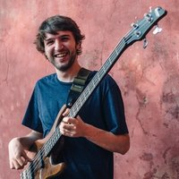 Electric bass player with 10 years of experience gives bass, guitar and music theory lessons in London