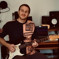 Entertaining and Passionate Guitar Tutor Based in London Specialised in Rock and Blues Guitar