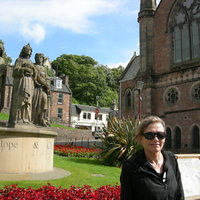 Enthusiastic tutor offering lessons in English grammar and conversation both in Aberdeen and online