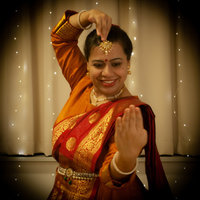 An experienced UK based Kathak dancer and teacher offering Kathak / Bollywood semi-classical online dance classes