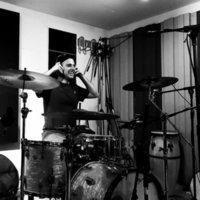 Experienced drum and production teacher with 10+ years of experience available in London