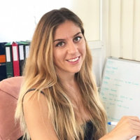 ¡Hola! I'm a native Spanish teacher looking to teach effective Spanish lessons online