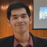 Incoming Freshman from Manila Offering to teach Physics and Mathematics to aspiring learners