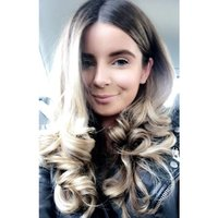 Insta worthy hair tutorials varying between glam curls, relaxed waves and straight hair