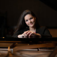 Internationally awarded concert pianist with 18 years of experience gives piano/music theory lessons
