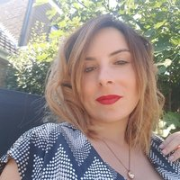 I am an Italian mother tongue living in Uk for 6 years. I would like to use my experience to help other speakers of other languages to learn english in the easiest way possible