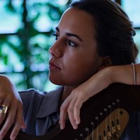 Italian student offering Italian, music theory and analysis,  aural teacher and harp lesson.
