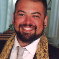 Italian Tenor Opera Singer now in London, Singing lesson and italian diction.
