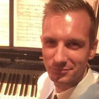 London based Industry Musical Director and Singing Teacher - Pianist and Reeds