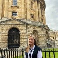 Hi! I'm a medicine student at the University of Oxford and i'm offering help with Biology and English Literature up to (and including) A level or equivalent standard !