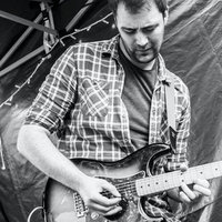 Music graduate and gigging musician offering mobile guitar tuition throughout Colchester and Essex