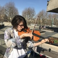 Music Student studying viola in London, offering viola, piano and music theory lessons - willing to travel