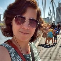 Native English speaker offering online English lessons (TEFL) from her London home.