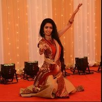 Online Bharatanatyam and Bollywood dancing in London with 18 years of experience