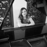 Online piano teacher with master degree and great experience.Learn piano at your home.