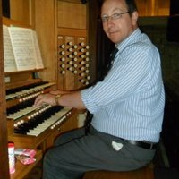 Professional concert musician, organist, pianist, accompanist and teacher offers lessons at home