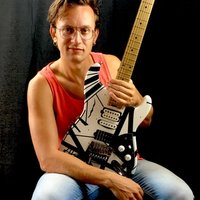 Professional guitar player with more than 15 years of experience offers guitar lessons in Norwich