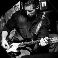 Professional Guitarist of over 20 years teaching guitar ( South East Region )