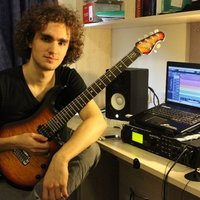 Professional Guitarist with 10 years of experience available for guitar lessons in London!!