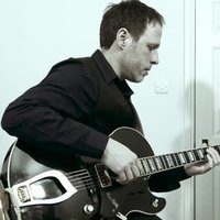 Professional Jazz & Classical Guitarist with 20 years experience available for lessons in London