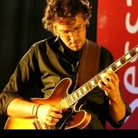 Professional jazz guitarist with over 25 years experience in teaching available for lessons