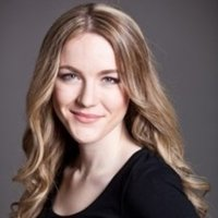 Professional Musical Theatre Actress offering drama school entrance coaching and acting through song classes online.