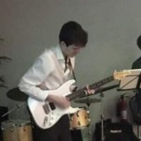 Professional musician and trainee teacher gives guitar and music theory lessons in South West London