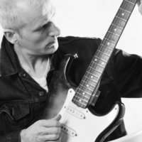 Professional musician with over 30 years experience offers friendly bespoke guitar lesson