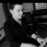 Professional Pianist/Keyboard player with 20 years of experience offering lessons in East London/Essex
