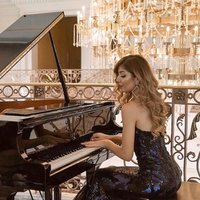 Professional Pianist offering private Classical and modern Piano lessons in London.