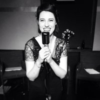 Professional singer offering singing lessons in Crouch End. All styles all levels!