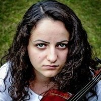 Professional violinist offering online violin lessons to students of all ages from around the world(english and romanian speaking)