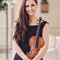 Professional Violinist offering violin lessons at home and online in London from beginner to advanced level