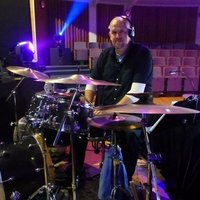 Progressive, fun and professional drum lessons, 100% tailored to your specific needs!