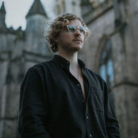 Relaxed and practical online saxophone and music theory lessons with UK based event saxophonist