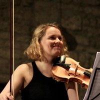 Violin teacher offering tailored lessons, online and in person, for all stages!