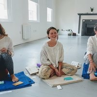 Yoga Alliance qualified yoga teacher offering nurturing, strengthening and personalised 1-2-1 classes, tailored to individual needs, bodies and goals. Focussed on a complete yoga practice including mi