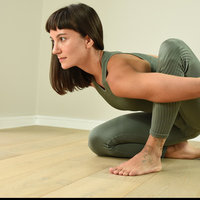 Yoga Hatha and Vinyasa instructor, focusing on the physical work of the body along the mindfulness of yoga practice